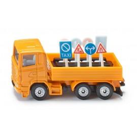 Sunkvežimis su kelio ženklais