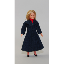 Moteris mėlynu kostiumėliu