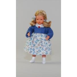 Mergaitė gėlėta suknele